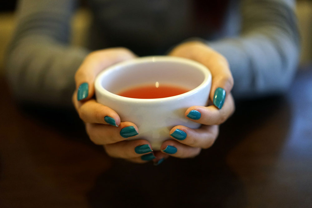 Trinke Tee, um den Lärm zu vergessen!